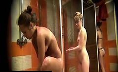 Spy cam caught Amateurs girls in public shower
