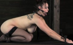 Female slaves holes get stretched by medieval instruments