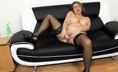 Drahuse shows off her fuckable curvy cunny
