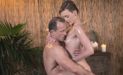 Horny masseur bangs sexy short haired babe