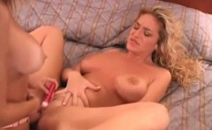 amateur wife gets her first taste of pussy