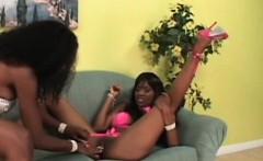 Wet ebony lesbo masturbated with large dildo