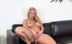 Voluptuous blonde beauty Austin Taylor puts her hot curves on display