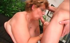 Blowjob on knees with mature babe