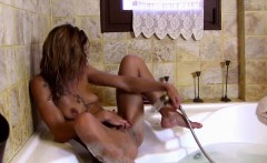 hot naomi burning enjoys masturbating in a bathtub