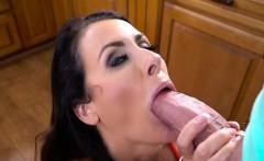 Curvy Cougar Reagan Foxx Has Oral Sex With Hung Gardener