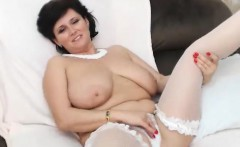 Mature british lady in stockings jizzed by amateur
