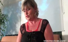 Blonde mom shows hot mature body