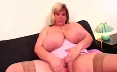 Chubby plumper bbw babe toying her huge pussy
