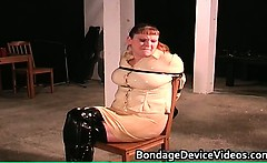 Kinky MILF gets tied and cunt inspected