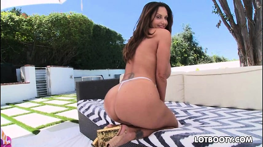 Anal with phat ass and huge boobs milf Ava Addams