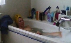 Spied my Mom shaving her pussy in bath
