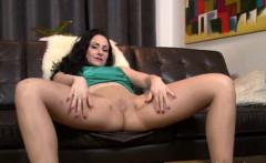 British slut offers pantyhose pleasure