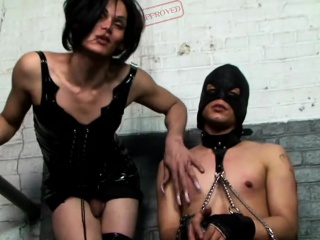 threesome-clips-analized-shemale-dominated-by-male-master
