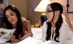 Lesbian massage babe seduced by study dyke