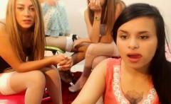 teen doxie flashing boobs on live webcam