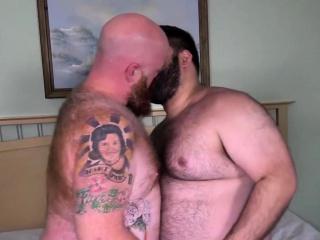 Bear Skylar Cole hammers cock hungry cub Tate Taylor