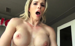 Milf fucks younger guy sucking his pipe in comeback for a lo