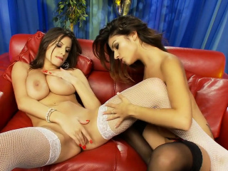 Nasty girls know how to masturbate together