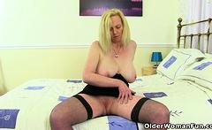 British milf Kat exposes her shaven fanny