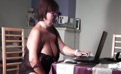 BBW mature in sexy lingerie masturbates on web