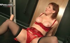 Nasty mature woman gets horny getting